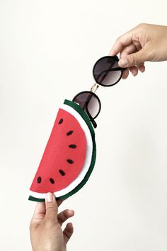 If you'll be spending some time under the sun, make sure to bring along this cute felt watermelon sunglass case. Click through for steps!