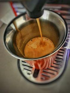 Guten Morgen…den Start in die Wochenmitte klappt mit einem #Kazaar #Kaffee von @Nespresso am besten. #whatelse #ShotoniPhone #iPhoneSE #camera+ #Snapseed
