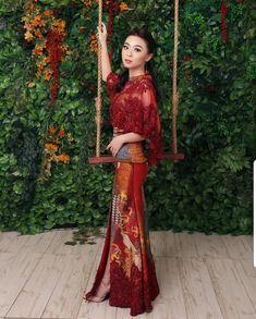 Indonesian Kebaya, Indonesian Women, Model Kebaya, Dress Brokat, Batik Dress, Christian Clothing, Sari, Girly, Bridesmaid