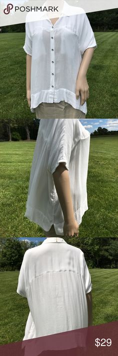 """Free People Top. White Summer Button w/pockets Free People lightweight Summer button down with deep pockets. 25"""" long, 54"""" at bust. High-Low Hem longer on sides. Tag says S, but it fits XL. Summer staple! Super-soft gauzy 100% Rayon. Free People Tops Button Down Shirts"""