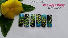 Live Online Nail Training student: Bao Ngoc living in Kien Giang province, study Nail Art one stroke painting with Kim Nhung Trần at www.vietnambeauty.vn. Nike