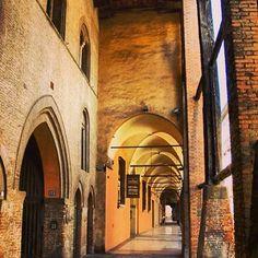 Cartolina dai #portici di #Bologna: strada Maggiore   instagram, foto di @_lev_patti