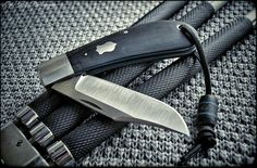 """""""NYPD""""  Great big MLC (Monster Lanny's Clip) from Pepe Jalomo!   Love it☺  Check out Cpt. Knife Photography on FB & enjoy your week ✌  #knifenut #knifeart #knifeclub #CptKnife #custom #customknives #knifeaddict #thepirateship #pocket #pocketdump #gear #CptKnifePhotography #jalomo #lannysclip Pocket Knife Brands, Best Pocket Knife, Pocket Knives, Knife Photography, Knife Art, Custom Knives, Folding Knives, Blade, Hunting"""