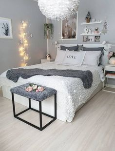 15 Gorgeous Small Bedroom Decorating Ideas That Look More Stylish Cozy Bedroom Ideas Bedroom BedroomDecorationIdeas decorating Gorgeous Ideas Small Stylish Teen Bedroom Designs, Room Design Bedroom, Room Ideas Bedroom, Small Room Bedroom, Home Decor Bedroom, Bed Room, 50s Bedroom, Budget Bedroom, Bedroom Photos