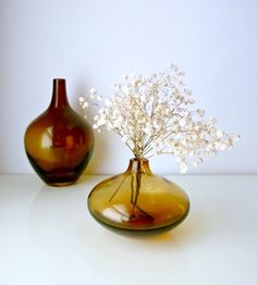 "stuffifoundonetsy: "" Mid Century Modern Onion Vase Small - Caramel Brown Glass - Scandinavian Design - Autumn / Fall - Mad Men, home decor, Eames Panton by mungoandmidge Price : EUR Buy. Seasonal Decor, Fall Decor, Holiday Decor, 1970s Decor, Antique Interior, Interior Modern, Caramel Brown, Sweet Home Alabama, Beautiful Interior Design"