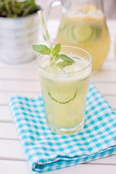 12 mouthwatering recipes for Easter brunch // Cucumber lemonade Refreshing Drinks, Summer Drinks, Fun Drinks, Beverages, Brunch Drinks, Juice Smoothie, Smoothie Drinks, Smoothies, Non Alcoholic Drinks