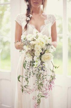vintage Wasserfall-fließender Strauß-Ideen weiße Rosen-Hochzeit