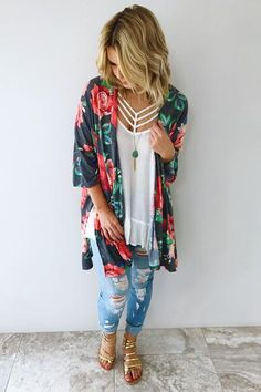 Stole My Heart Kimono: Multi (Tenue Fitness Femme) Chic Summer Outfits, Casual Outfits, Cute Outfits, Fashion Outfits, Jeans Fashion, Outfit Summer, Summer Fashion Trends, Spring Summer Fashion, Gilet Kimono