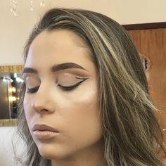 Tutorial Double Cut Crease com um toque de Glitter Smudge Proof Eyeliner, Easy Winged Eyeliner, Simple Eyeliner, Winged Liner, Eyeliner Liquid, Perfect Eyeliner, Big Eyeshadow Palette, Eyeshadow For Green Eyes, Cut Crease Eyeshadow