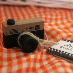 €4.50    Precioso sello de cámara estilo Retro.    Material: Madera, goma  Tamaño: 4.5x2.5 cm