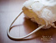 detail photography of wedding flower girl basket by © radmila kerl photography munich schöne Detailaufnahme von einem Körbchen für Blumenmädchen