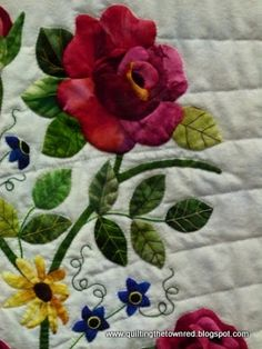 Quilting the town red: Eye Candy part Sequel of Large Hand Quilted Wall Quilts Rose Applique, Applique Patterns, Quilt Patterns, Quilting Projects, Quilting Designs, Flower Quilts, Tree Quilt, Antique Quilts, Small Quilts