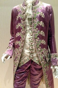 give me back my 1815.Pink silk outfit worn by a Frenchman in the court of Louis XVI in the 18th century.