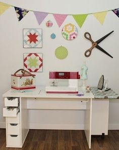 If you're in need of a craft desk or sewing table, I've written a HUGE guide + the best solutions for your dream craft room Craft Tables With Storage, Craft Storage Cabinets, Craft Cabinet, Sewing Machine Tables, Sewing Table, Small Craft Rooms, Craft Desk, Sewing Rooms, Craft Organization