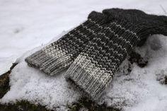 Warm Socks, Men's Socks, Knitting Socks, Fingerless Gloves, Arm Warmers, Knit Crochet, Arts And Crafts, Crocheting, Men