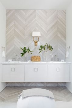 Get Ready for Summer STUNNING with These Tropical Bathrooms! | BetterDecoratingBible