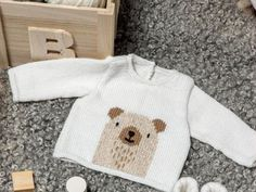 Love this sweet Knitting Pattern of a Baby Sweater with a sturdy Bear - Free… Baby Sweater Patterns, Baby Sweater Knitting Pattern, Knit Baby Sweaters, Baby Knitting Patterns, Baby Patterns, Knitting For Kids, Free Knitting, Knitting Projects, Knitting Needles