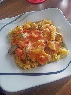 Tomaten-Zucchini-Feta-Soße, ein sehr schönes Rezept mit Bild aus der Kategorie Saucen. 33 Bewertungen: Ø 4,5. Tags: Dünsten, einfach, Gemüse, Käse, Saucen, Schnell, Vegetarisch