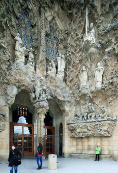 Antoni Gaudi, Modern Architecture, Spain, Lion Sculpture, Statue, Gaudi, Sevilla Spain, Modernism, Contemporary Architecture