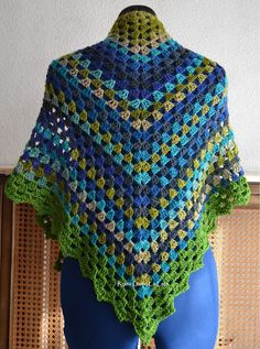 Check out the crochet dress on this link. Beautiful!---> this site is in spanish... google translate here I come.