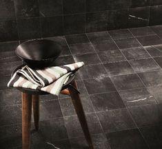 Op zoek naar robuuste antraciete vloer- of wandtegels? Dan is de Maku Dark 20x20 de perfecte tegel voor u!