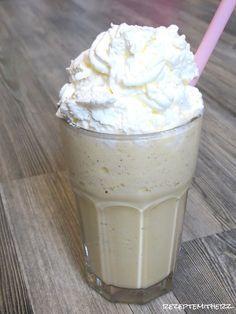 Ein Vanilla Bean Frappuccino ist schneller zu Hause gemixt, als bei Starbucks bestellt. Alles was Ihr benötigt ist Vanille-Eis, Zucker,...