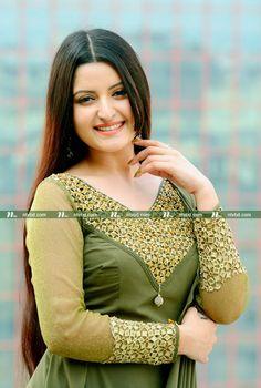 Beautiful Girl In India, Beautiful Girl Photo, Most Beautiful Indian Actress, Beautiful Long Hair, Indian Actress Pics, Indian Bollywood Actress, Beauty Full Girl, Beauty Women, Indian Hair Cuts