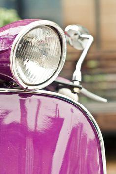 I love pink & I love vespa Moto Vespa, Lambretta Scooter, Vespa Scooters, Mod Scooter, Scooter Motorcycle, Classic Vespa, Hood Ornaments, All Things Purple, Vintage Motorcycles