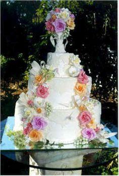 a pretty wedding cake Pretty Wedding Cakes, Summer Wedding Cakes, Summer Cakes, Pretty Cakes, Beautiful Cakes, Amazing Cakes, Traditional Wedding Cakes, Garden Cakes, Cupcake Cookies