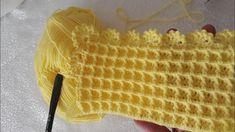 Waffle, kutucuklu Bebek battaniyesi ve Kenar yapımı #blanket #örgü #baby... Crochet Hooded Scarf, Easy Crochet Blanket, Crochet Coat, Knitted Blankets, Crochet Baby, Crochet Stitches Patterns, Baby Knitting Patterns, Crochet Turtle, Beginner Crochet Tutorial