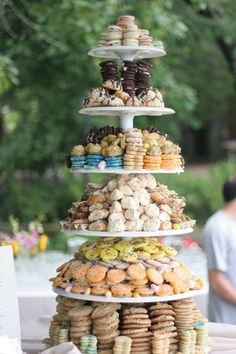 This cookie tower is made of salty chocolate wonders, oatmeal-raisin chai biscotti, four types of little meringues (cinnamon-hazelnut, almon...