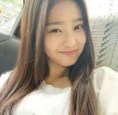 How can someone be this beautiful? Kpop Girl Groups, Kpop Girls, Yu Jin, Survival, Japanese Girl Group, Seolhyun, Famous Girls, Kim Min, Pledis Entertainment