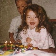 MILEY CYRUS POSTS THROWBACK PIC ON 22ND BIRTHDAY