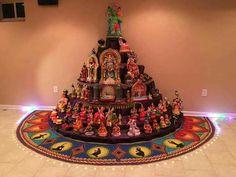 Navaratri Golu is the Festival of Dolls of the Southern Region of the culturally vibrant land of India. Diy Diwali Decorations, Festival Decorations, Indian Crafts, Indian Home Decor, Diwali Goddess, Indiana, Flower Garland Wedding, Ganapati Decoration, Pooja Room Design