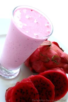 Dragon Fruit Smoothie from The Nutrition Guru & the Chef; Look for this beautiful & tasty fruit at your local WinCo Foods! Looks Yummy and refreshing Dragon Fruit Smoothie, Juice Smoothie, Smoothie Drinks, Fruit Smoothies, Healthy Smoothies, Healthy Drinks, Smoothie Recipes, Healthy Snacks, Pomegranate Smoothie