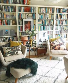 Forgive the repost, but this is by way of a homage & farewell. As much as I love you, your glossy gorgeousness is… Studio Apartment Storage, White Bookshelves, Bookcases, Living Room Bookcase, Home Library Design, Ikea Bed, Reading Room, Home Look, Architecture