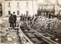 Tramvay rayları döşeniyor.Beyazıt meydanı 1906