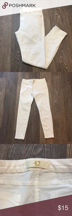 Zara Basics White Jeans These are gently used with no stains. These are a soft jegging material and are a creamy white color. The have zippered side pockets and back pockets.   * No Trades  * All offers considered  * Same day shipping if ordered before 9 AM * Next day shipping if ordered after 9 AM * You'll love shopping from my closet! Zara Jeans Skinny