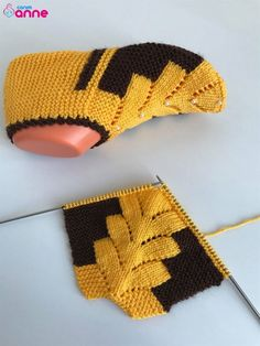 Çam örgü patik modeli yapılışı - Canım Anne autour du tissu déco enfant paques bébé déco mariage diy et crochet Crochet Socks, Knitting Socks, Free Knitting, Crochet Baby, Knit Crochet, Baby Knitting Patterns, Crochet Patterns, Knitted Booties, Knitted Slippers