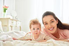 Kiedy niemowlę zaczyna siadać? Czy wspierać niemowlę w nauce siadania? Czego nie robić? Kiedy do lekarza ...