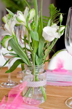 Blumen Deko mit Farn für eine Hochzeit im Miami Loft Stil