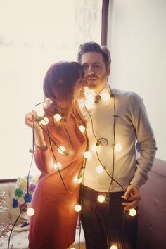 Love this for a christmas pic. This is a good pic for first christmas as husband and wife :)