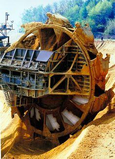 Bucket-wheel-excavator-03.jpg
