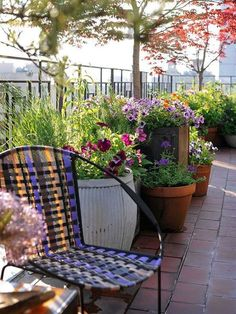 23 Outstanding Flower Garden Ideas 2019 Flower Garden Ideas Forbeginners Design Wedding 10 Tips To Start A Balcony Flower Garden Balcony Garden Balcony Flowers, Balcony Plants, Outdoor Balcony, Balcony Garden, Outdoor Rooms, Backyard Patio, Outdoor Gardens, Outdoor Decor, Outdoor Living