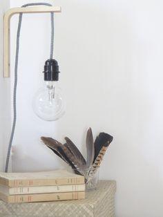 Une lampe de chevet façon baladeuse