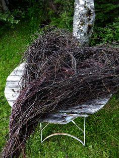 Stort hjerte av hengebjørk – fleurs Autumn Decorating, Wreaths, Seasons, Christmas, Holiday, Birken, Plants, Easter Ideas, Design