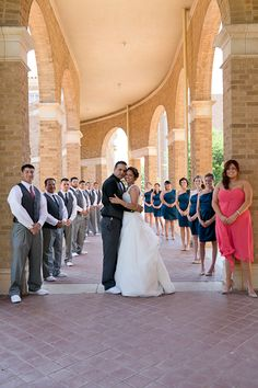 Wedding party photo, group photos, #wedding #party #pose #bridalparty Destination wedding in Lubbock, TX by Dallas / Fort Worth Wedding Photographer Monica Salazar Photography.