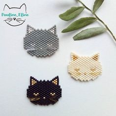 Photos and Videos Bead Embroidery Jewelry, Beaded Jewelry Patterns, Beaded Embroidery, Peyote Patterns, Beading Patterns, Art Perle, Bead Loom Bracelets, Peyote Beading, Beaded Animals