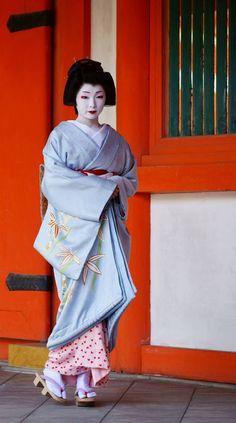 イメージ 3 Traditional Japanese Art, Traditional Kimono, Kimono Japan, Japanese Kimono, Yukata, Hina Matsuri, Geisha Japan, Japanese Photography, Zen Gardens