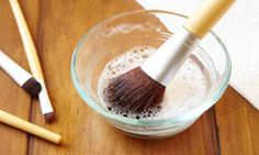 Learn how to clean makeup brushes the RIGHT way and get into the habit of doing it once a week! Beauty Hacks Eyelashes, Beauty Makeup Tips, Diy Beauty, Beauty Tricks, Beauty Products, Diy Makeup Brush Cleaner, How To Wash Makeup Brushes, Makeup Tools, Brush Cleaning